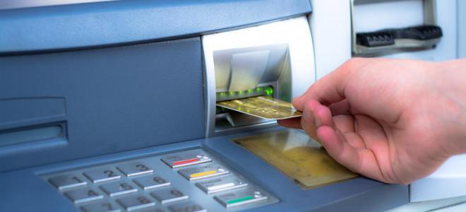 Retirer de l'argent liquide pourrait bientôt coûter plus cher