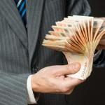 13, 21 voire 24 millions d'euros… Qui sont les grands patrons les mieux payés ?
