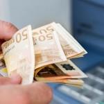 L'Ile Bouchard : il renfloue son compte avec des billets de Monopoly !