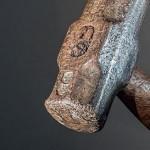 Drôme : face aux impayés, une femme agresse au marteau son locataire