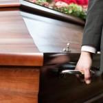 Obsèques : faut-il craindre une pénurie de cercueils ?